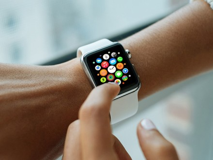 5 photographic Apple Watch mockups